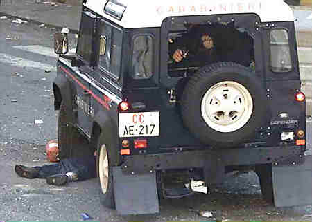 Le véhicule roulera deux fois sur le corps de carlo giuliani.